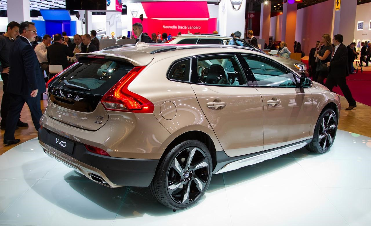 Volvo V40 Cross Country: цена