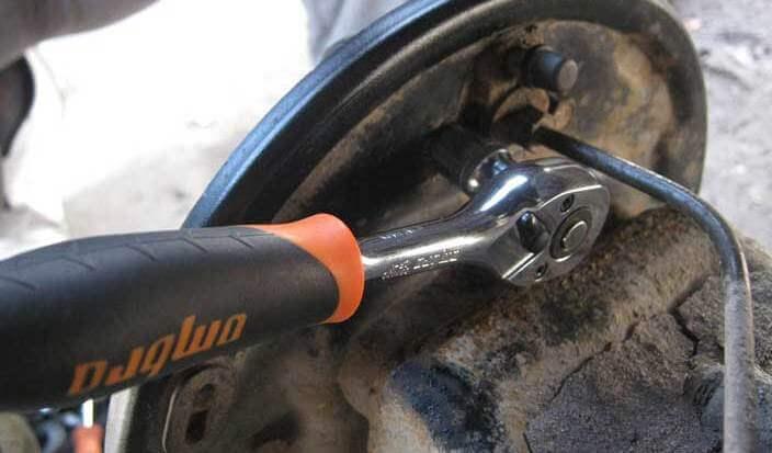 Замена главного и рабочего тормозного цилиндра на автомобилях ВАЗ