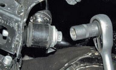 Замена заднего амортизатора Ford Focus 2