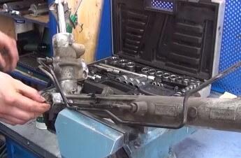 Самостоятельный ремонт рулевой рейки Форд Фокус 2