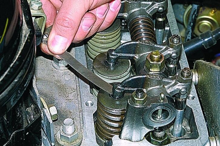 Регулировка клапанов на разных моделях двигателей