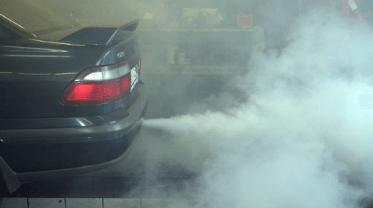Неприятные запахи в салоне из-за плохого состояния двигателя