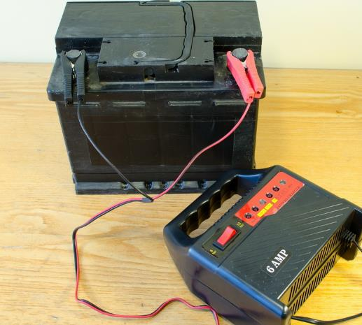Аккумуляторная зарядка для автомобиля