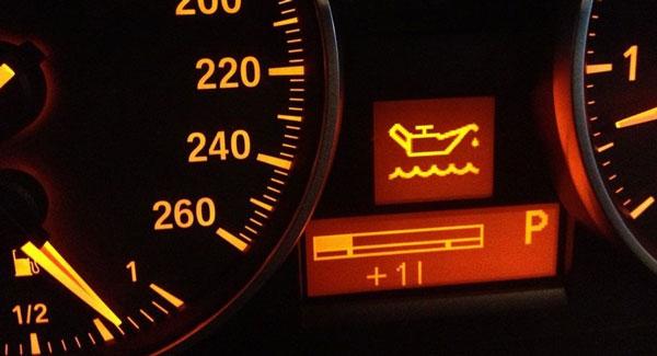 Почему загорается индикатор давления масла на панели приборов