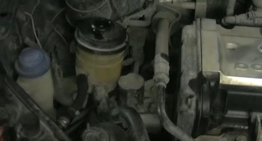 Замена жидкости в рулевом механизме