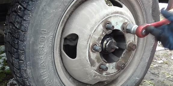 Основные причины неравномерного износа протектора шин
