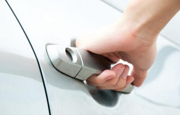 Методы открытия автомобиля при севшем аккумуляторе