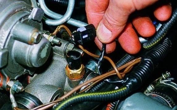 Расположение узлов и деталей на инжекторном автомобиле ВАЗ-21099